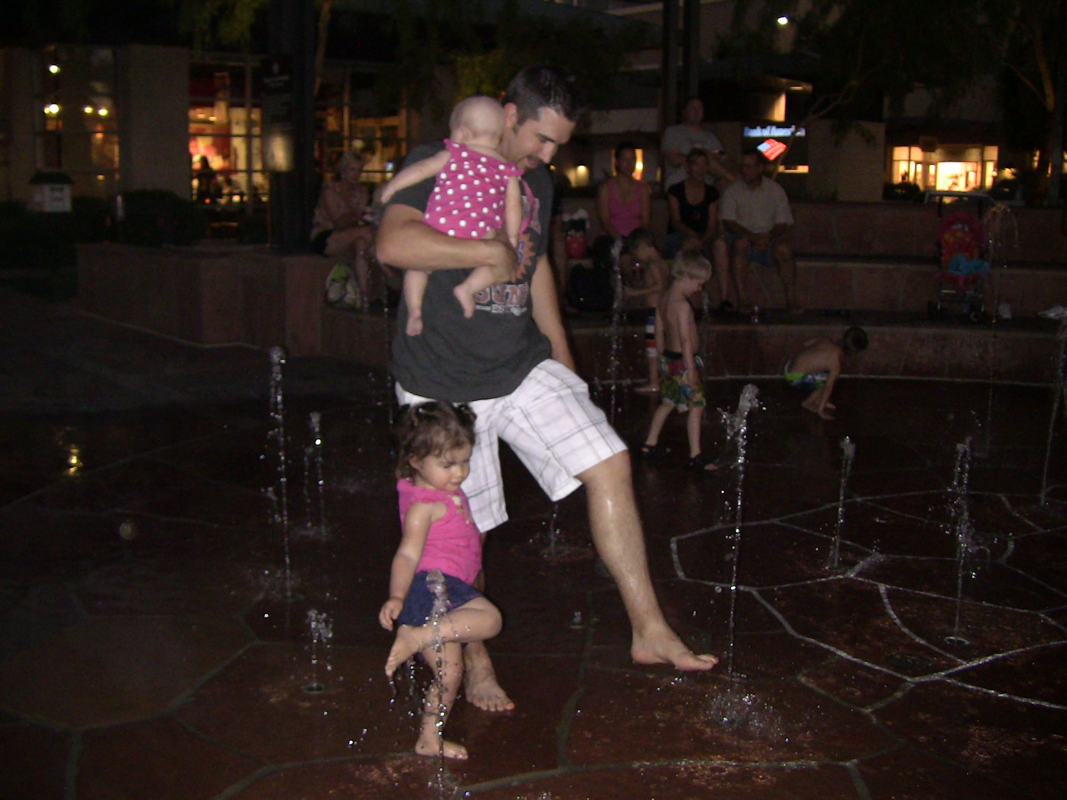 DAD & HIS GIRLS PLAYING IN THE FOUNTAINS